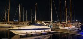 Mangalia faleza noaptea yacht